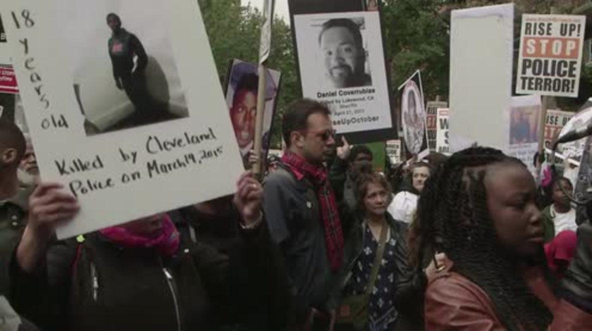 USA: Quentin Tarantino addresses rally decrying police 'terror'