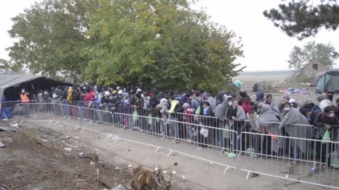 Serbia: Thousands of refugees cross Berkasovo-Bapska border into Croatia