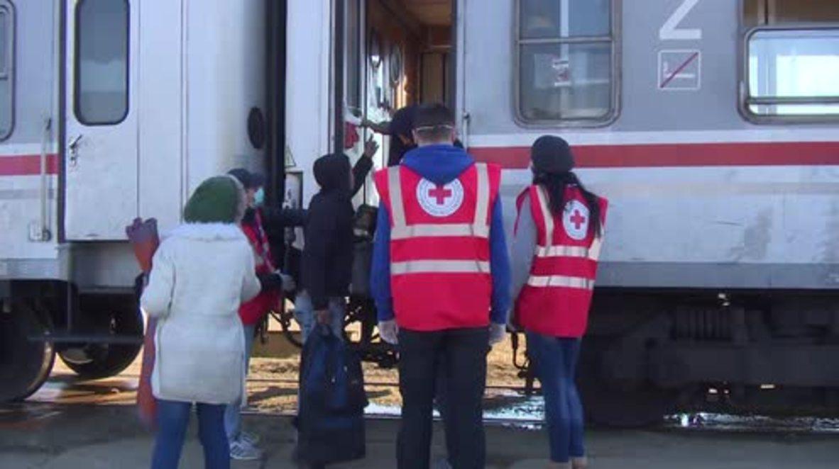 Croatia: Thousands of refugees arrive at winter camp in Slavonski Brod