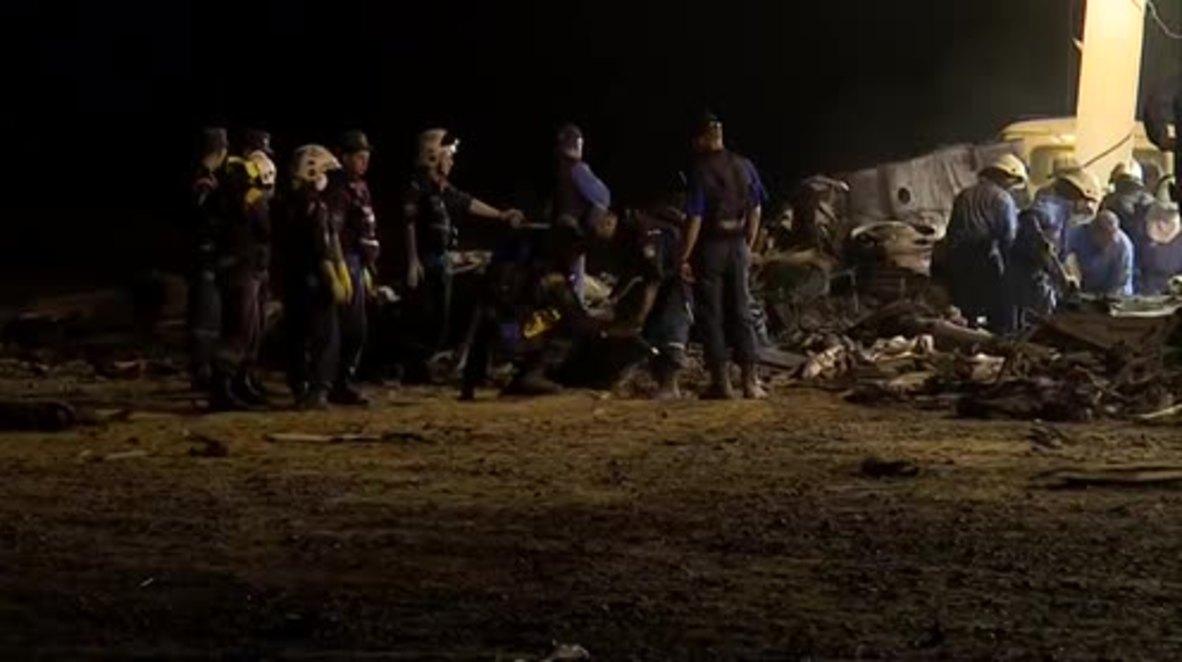 Egypt: EMERCOM officials remove bodies from flight 7K9268 wreckage