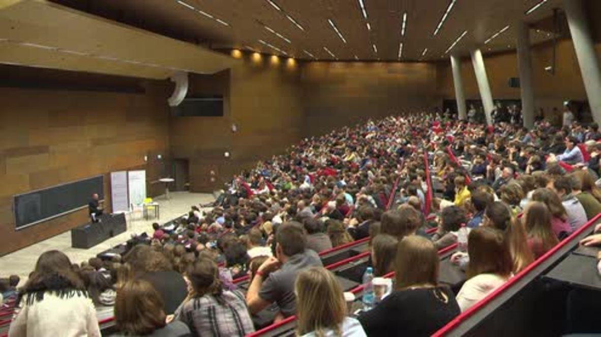 Austria: Varoufakis talks money and power at Vienna university