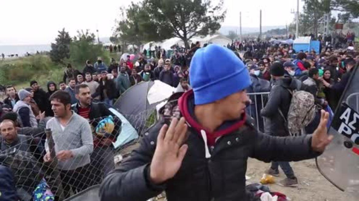 Greece: Refugees break through police lines at Macedonian border