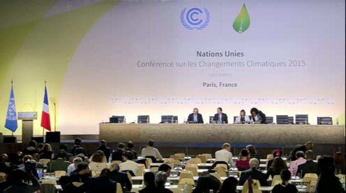France: Poroshenko says Donbass conflict stopping Ukraine from climate progress