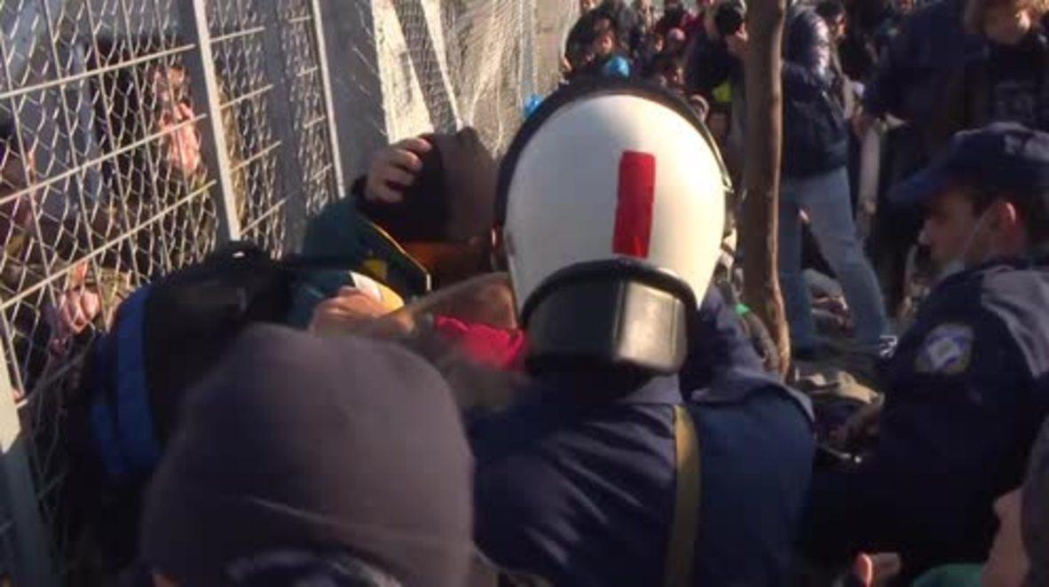 Greece: Border blockade lifted at Macedonian border but tensions remain