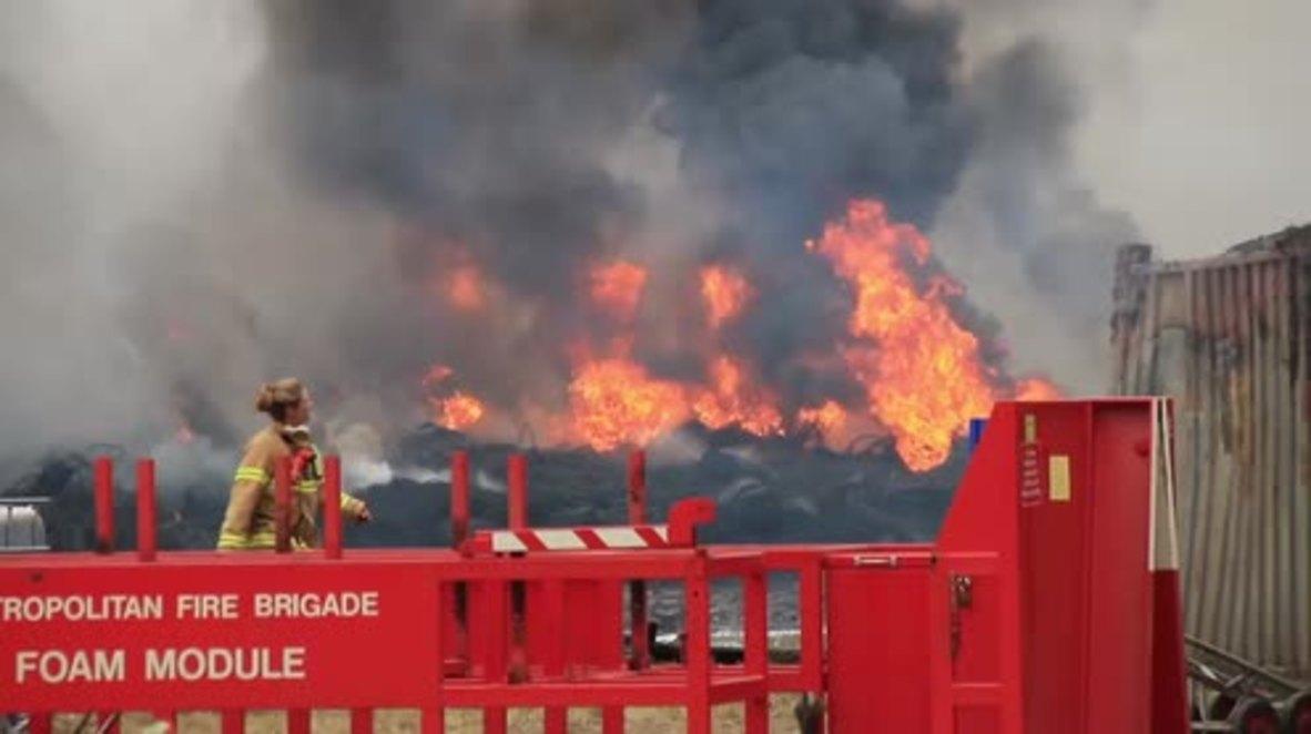 Australia: Firefighters battle huge blaze at Melbourne tyre yard
