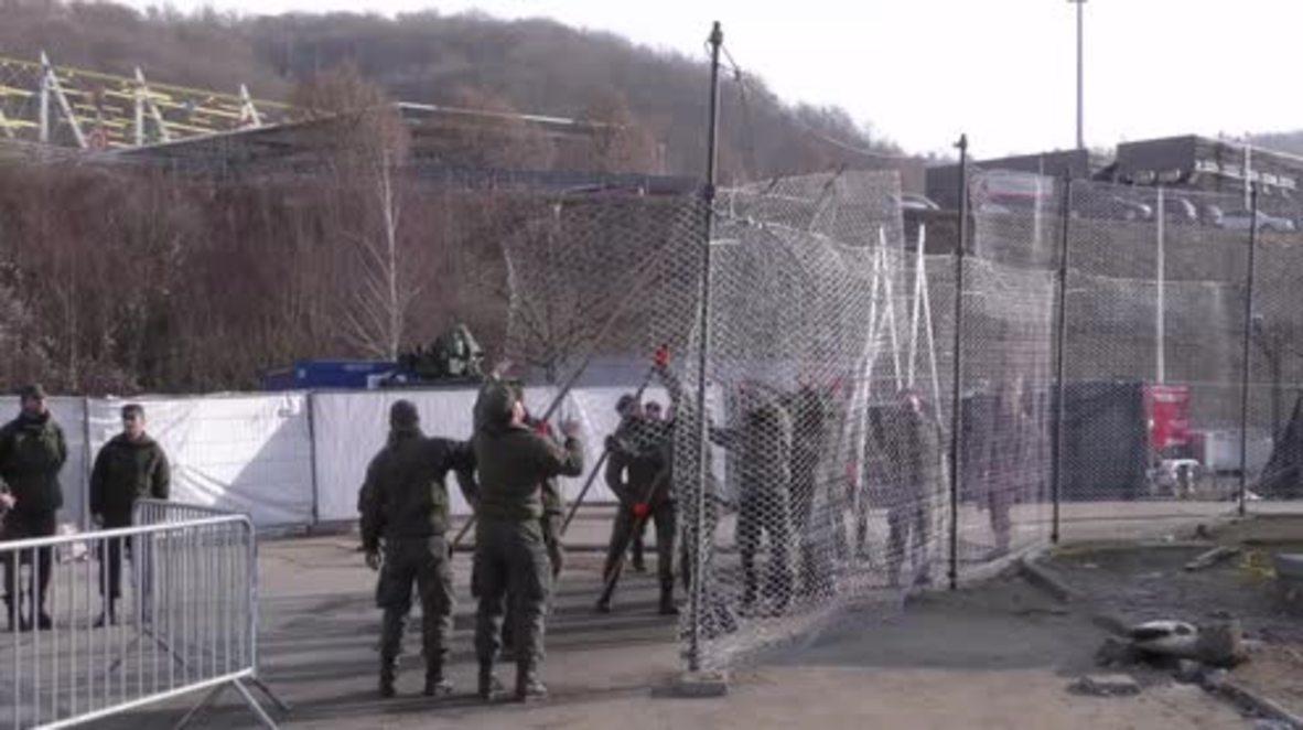 Austria: Army erects metal fence on border with Slovenia