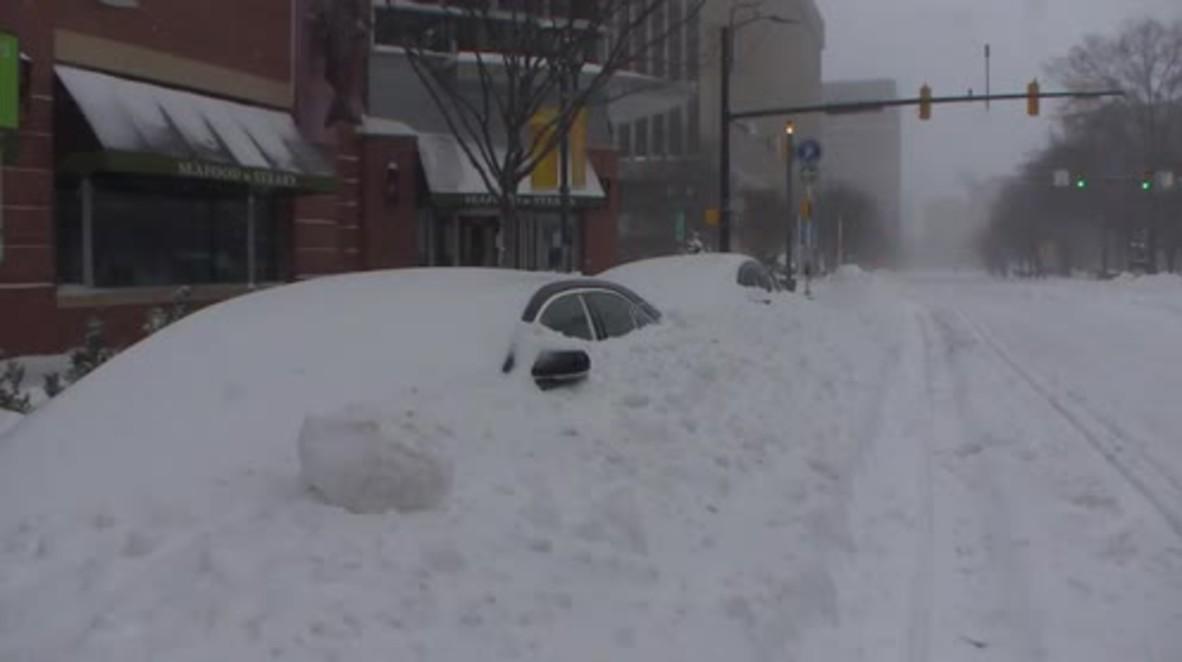 USA: Heavy snowfall hits Arlington, DC