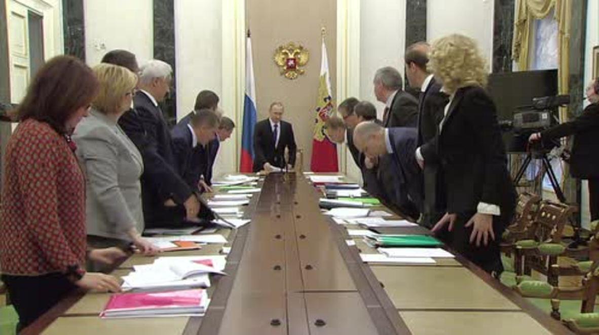 Russia: Shuvalov briefs Putin on progress of 2015 anti-crisis measures