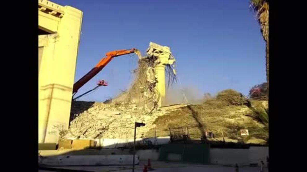 USA: 'Slow Jam 101' - 6th St Bridge demolition shuts down Hollywood freeway