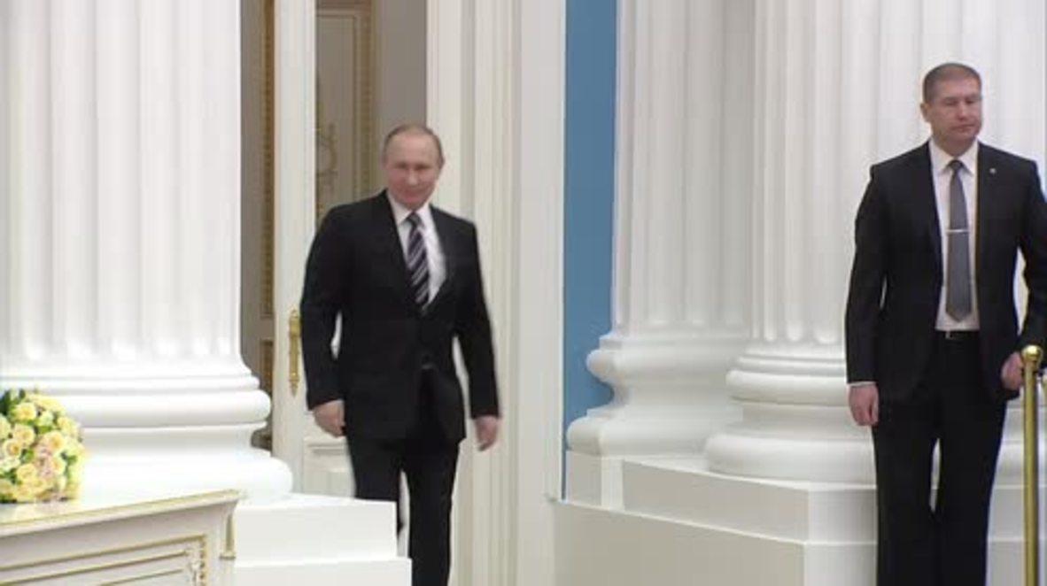 Russia: Putin awards young scientists at Kremlin