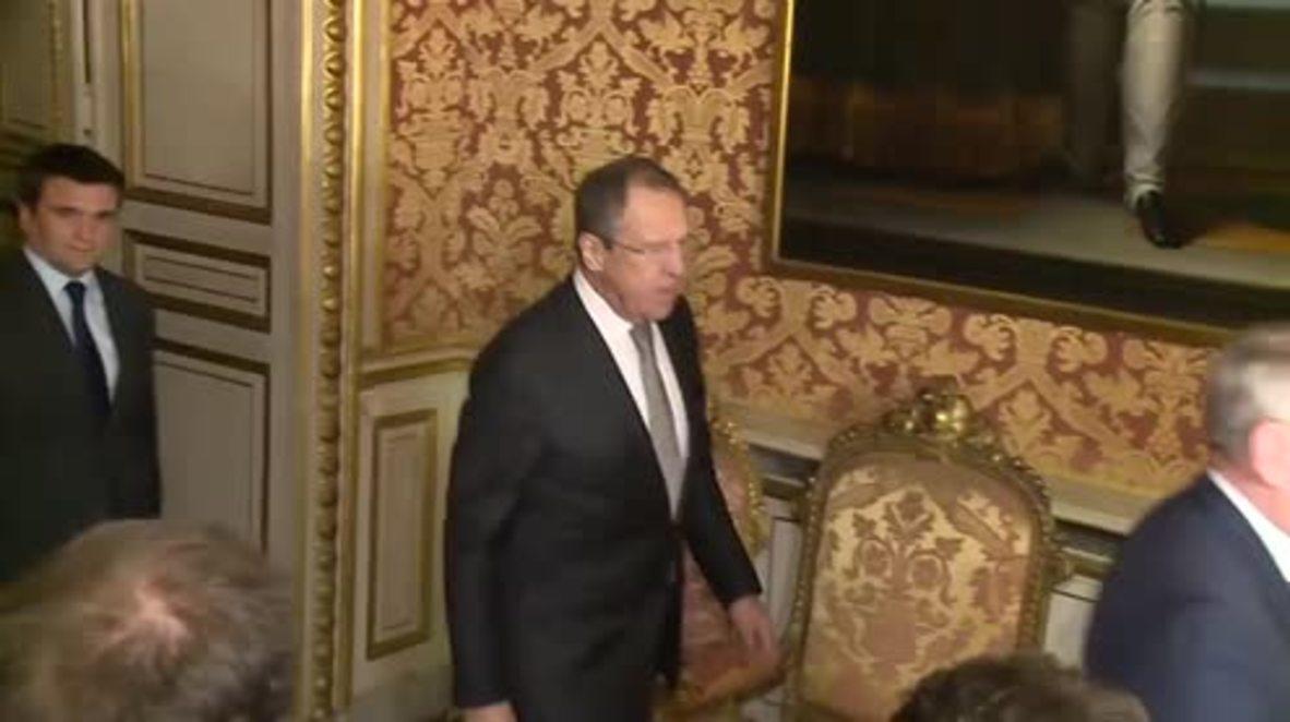 France: Ukraine's Klimkin tries to steal Steinmeier's spot in Paris photo op