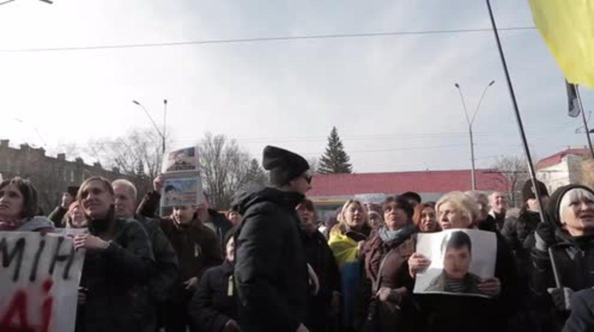 Ukraine: Russian embassy EGGED in Kiev by Savchenko supporters