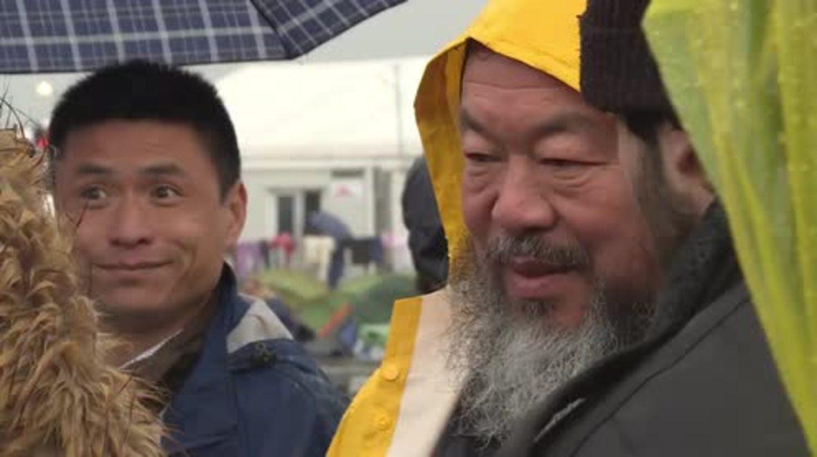 Greece: Ai Weiwei makes appearance at Idomeni refugee camp