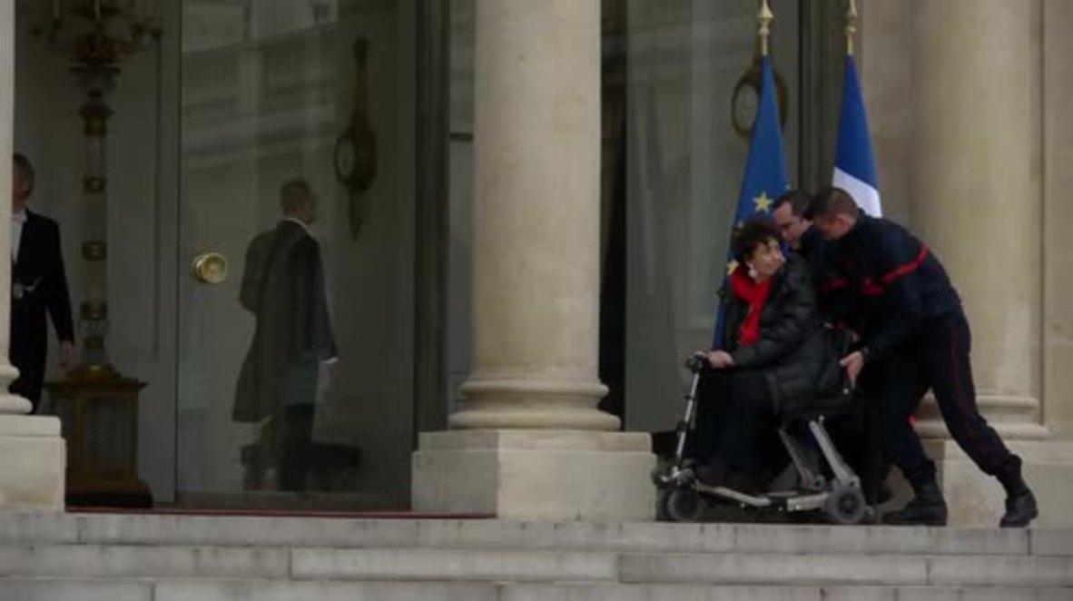 France: Hollande meets the representatives  of Paris attack victims following Abdeslam arrest