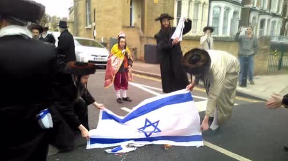 UK: London Orthodox Jews burn Israeli flag on Purim