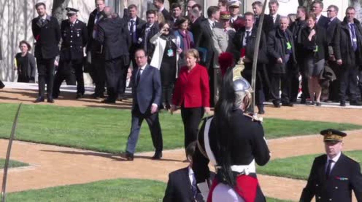 France: Hollande welcomes Merkel to Metz with full military honours