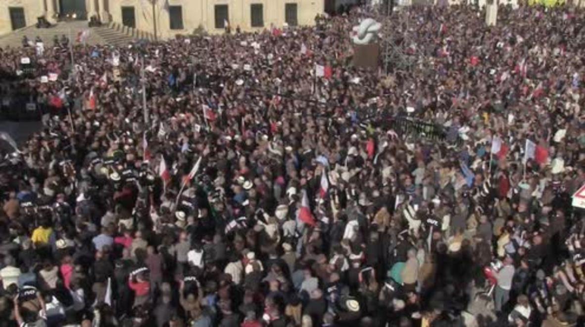 Malta: Opposition leader Busuttil leads mass protest for PM Muscat's resignation