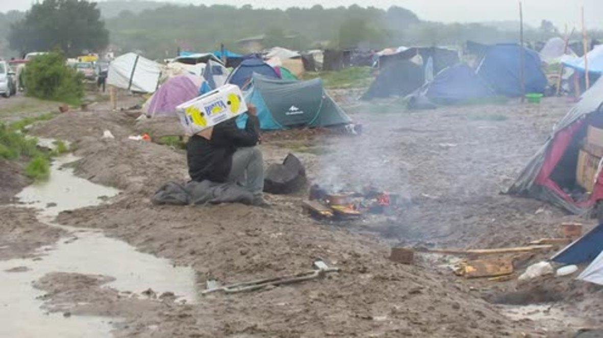 Greece: Refugees adjust to heavy rainfall at Idomeni camp