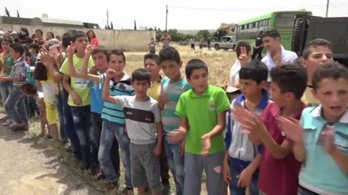 Syria: Russian forces deliver humanitarian aid to Al-Qanaqiyah