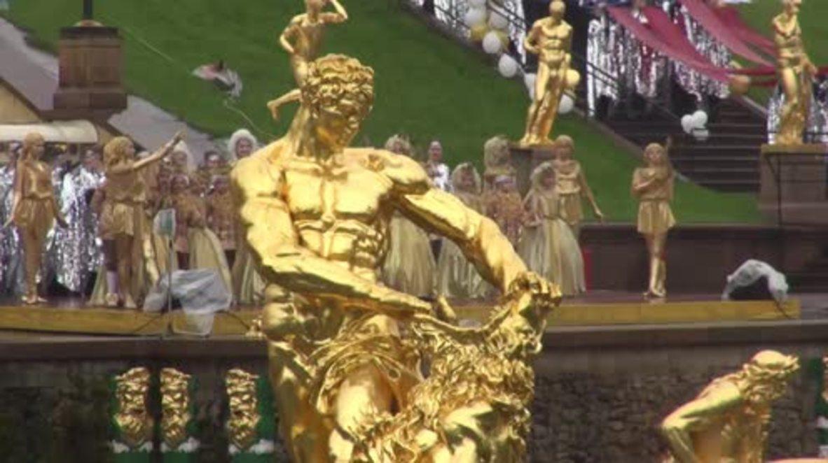 Russia: Grand ceremony marks the start of Peterhof Palace's summer season