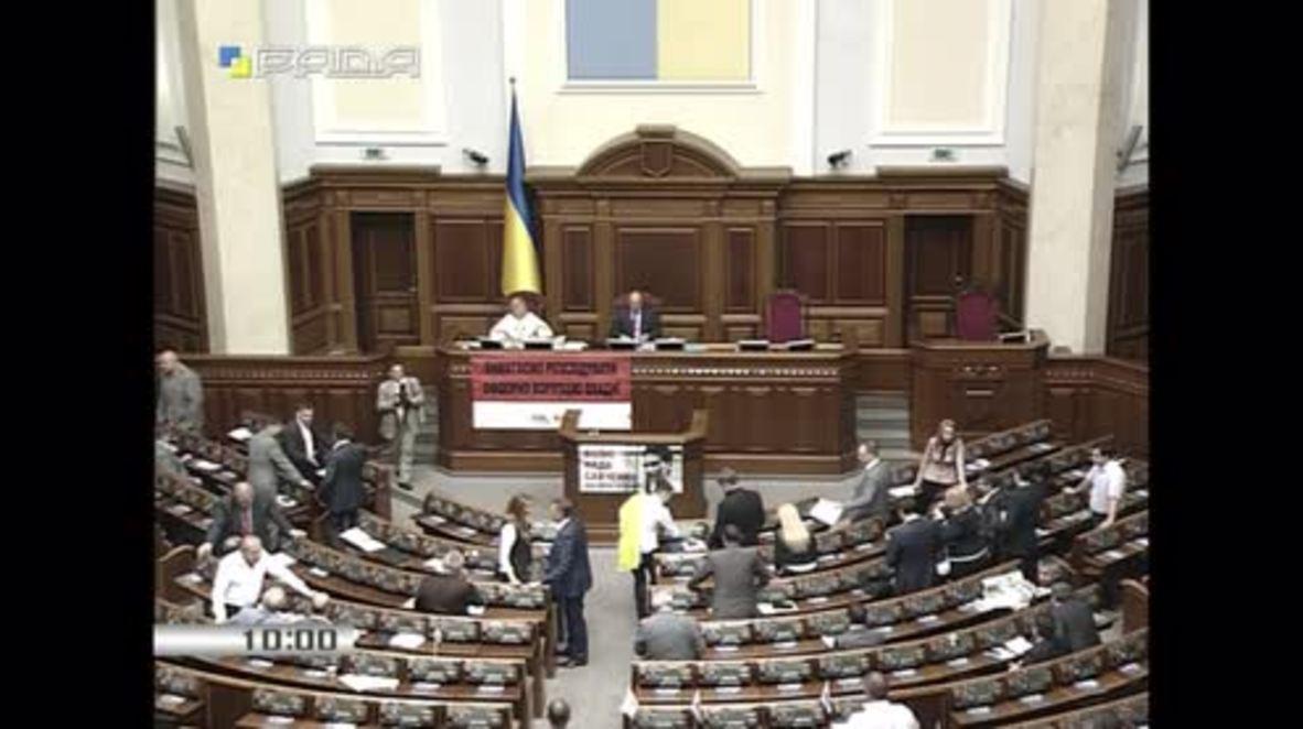 Ukraine: Savchenko addresses parliament for 1st time as deputy since release