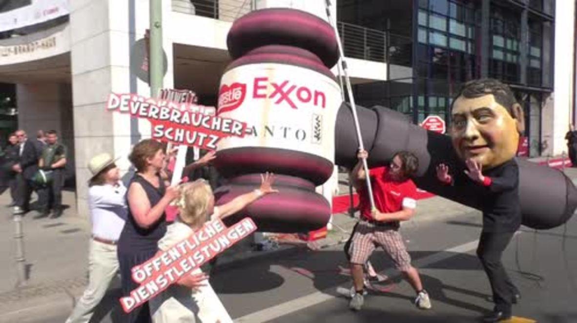 Germany: Activists protest TTIP, CETA outside Berlin SPD HQ