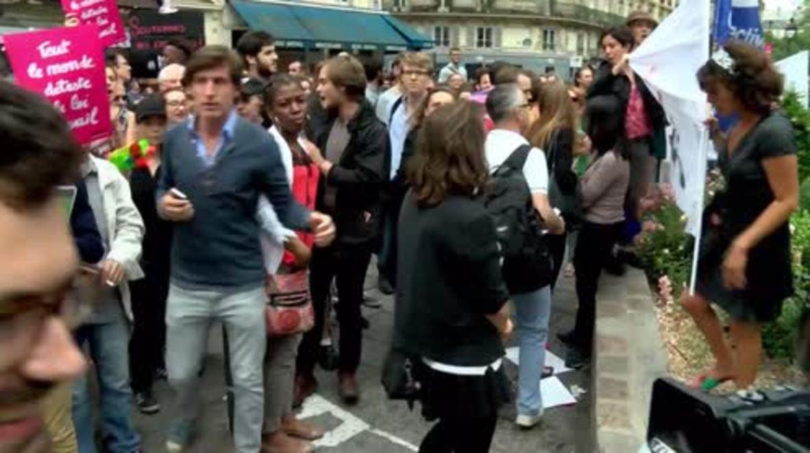 France: Macron supporters receive hostile reception at En Marche meeting