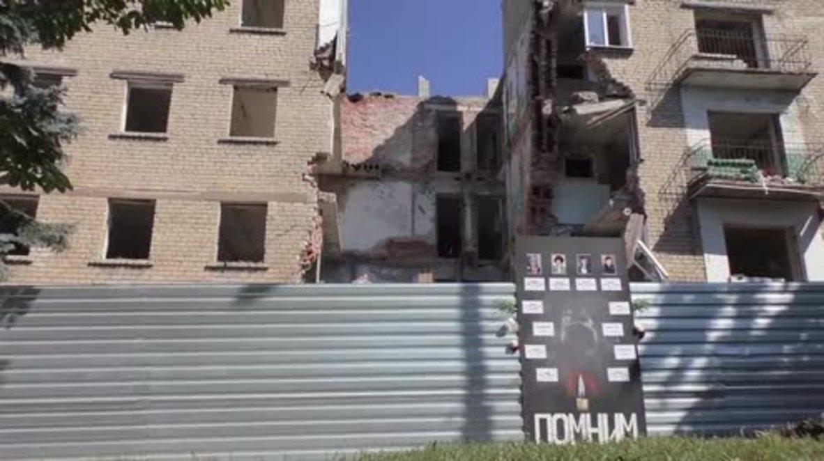 Ukraine: Snezhnoe mourns airstrike victims killed two years ago