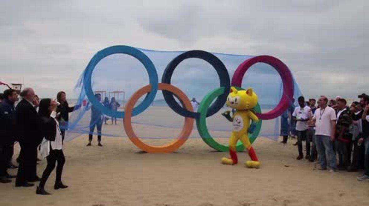 Brasil: Olympic rings installed in Copacabana beach ahead of Rio 2016