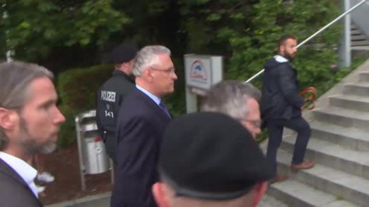 Germany: De Maiziere visits site of Munich shooting