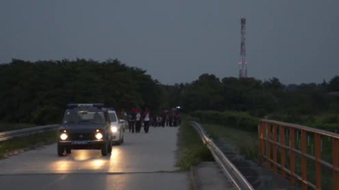 Serbia: Hunger-striking refugees reach Hungarian border