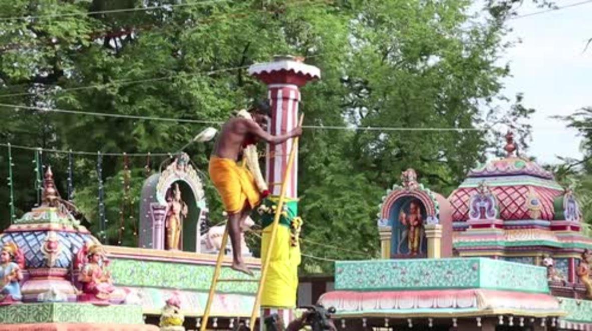 India: Coconuts smashed over 1,000 devotees' heads in Aadi Perukku ritual