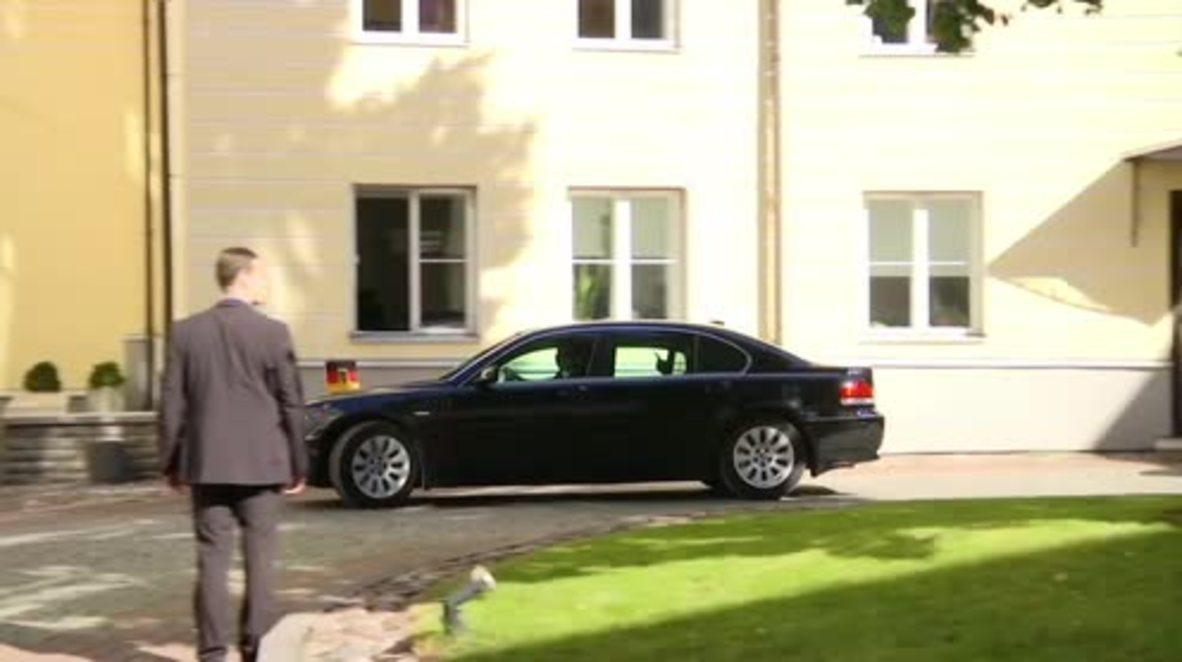 Estonia: Merkel meets with PM Roivas on post-Brexit EU tour
