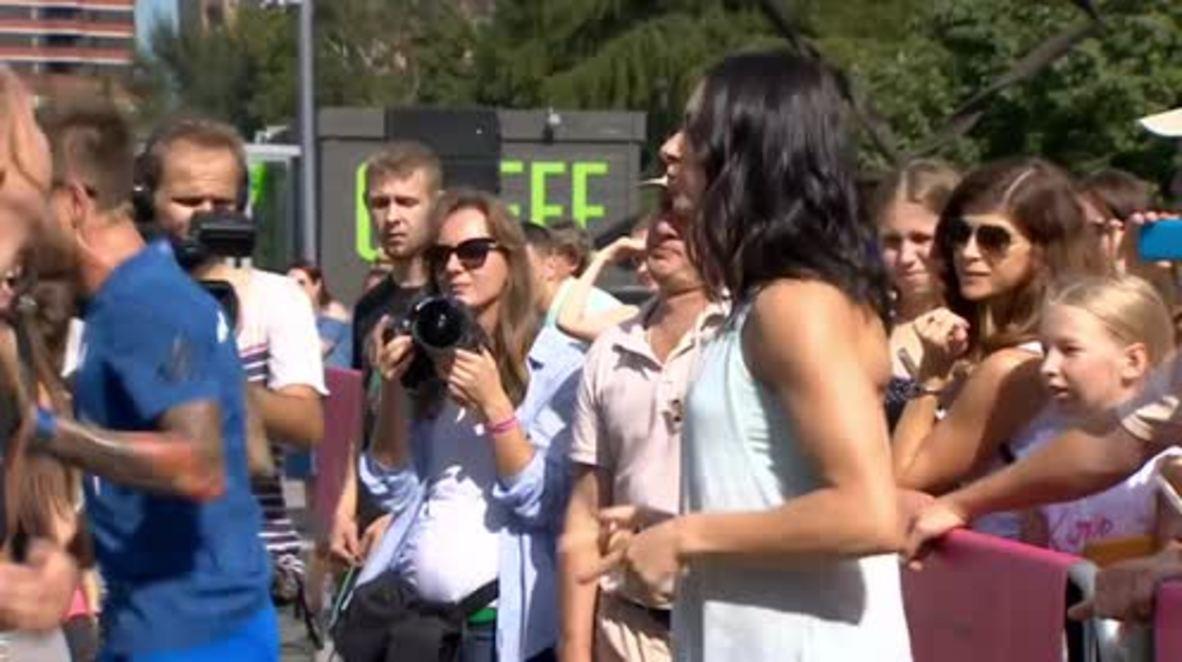 Russia: Gold medalist Isinbayeva inspires female Muscovites at training event