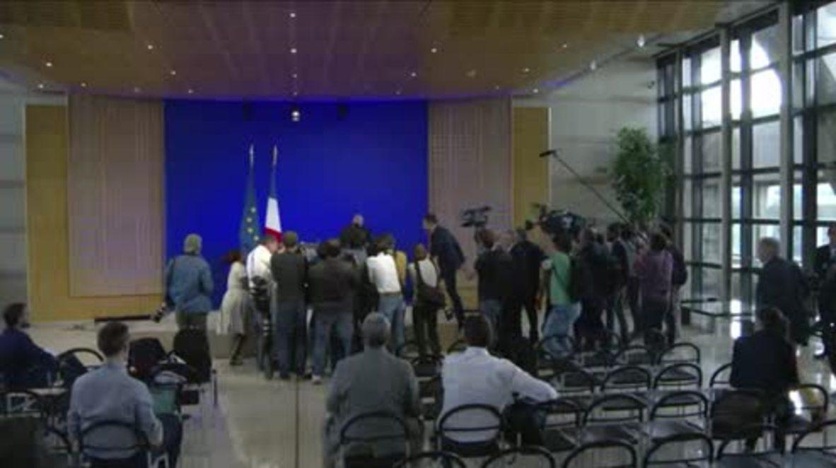 France: Emmanuel Macron resigns as economy minister