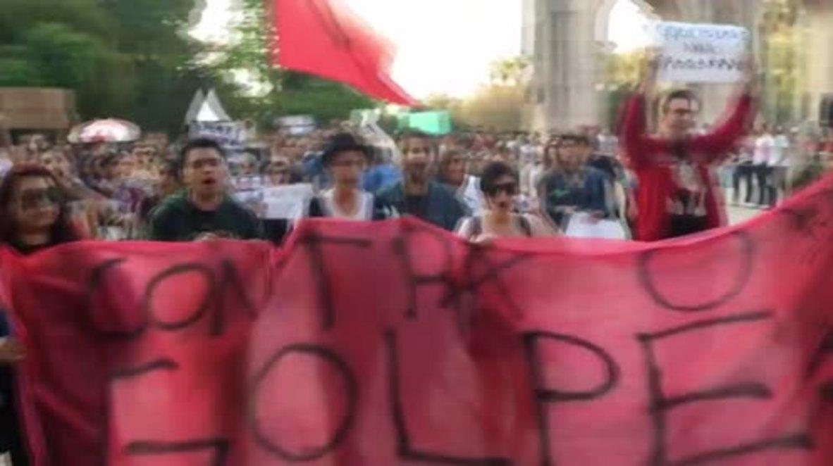 Brazil: Hundreds march in Porto Alegre denouncing Rousseff's impeachment