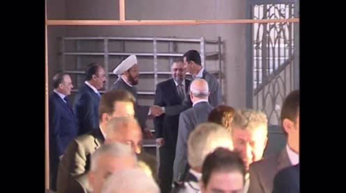 Syria: Assad attends service in Daraya mosque for Eid al-Adha
