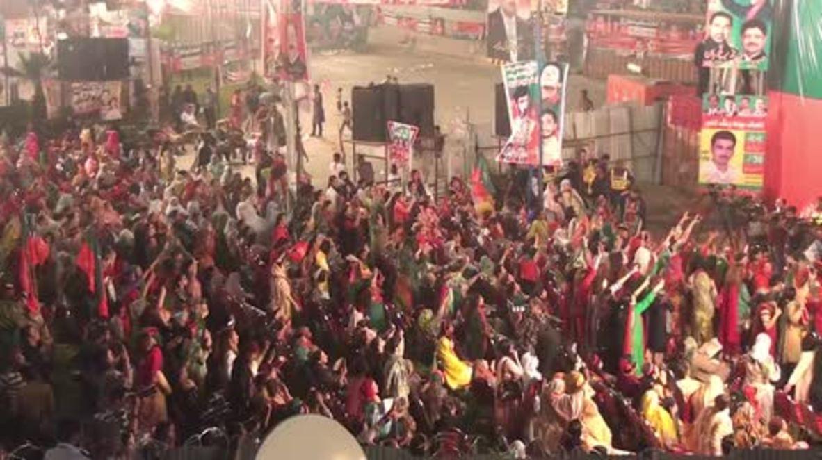 Pakistan: Imran Khan vows to contest PM Sharif's position
