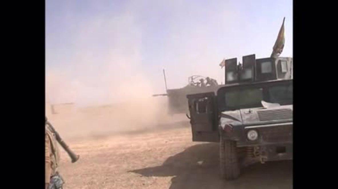 Iraq: Iraqi troops battle IS south of Mosul