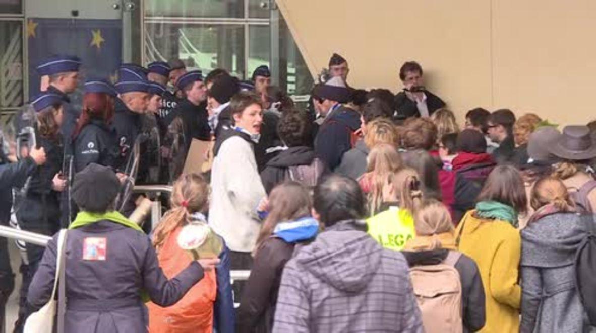 Belgium: Protesters rail against CETA outside EC building