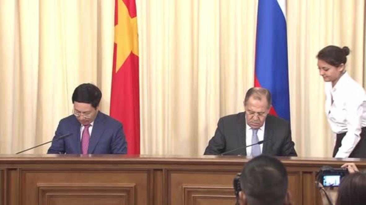 Russia: Vietnam's FM thanks Lavrov for Russia's support for APEC 2017 in Da Nang