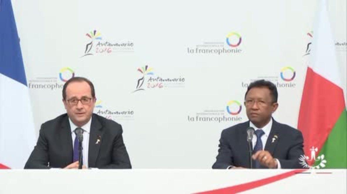 Madagascar: Hollande calls on US to lift Cuban embargo after Castro's death