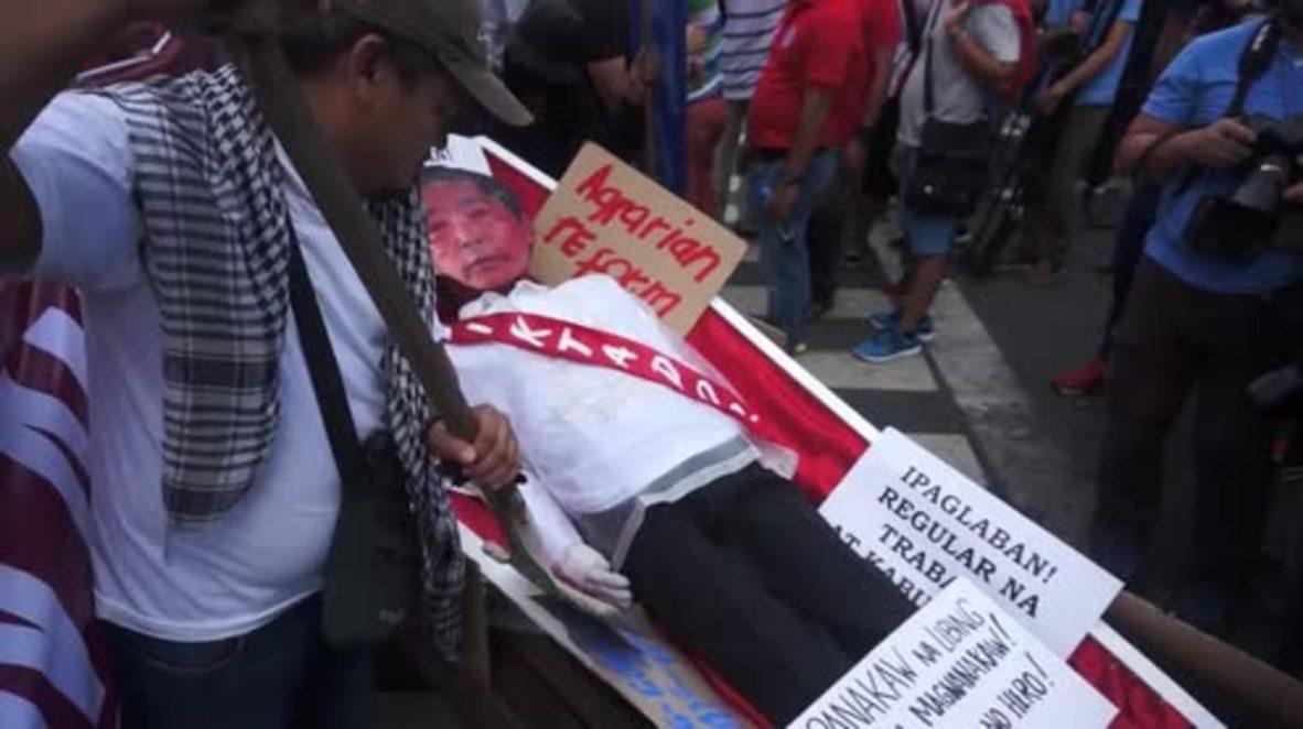 Philippines: Dozens protest against 'hero burial' for dictator Marcos