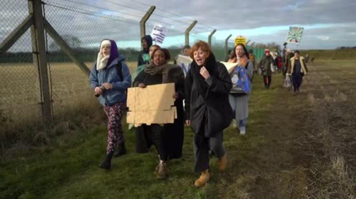 UK: Like Nazi 'concentration camps' - activists protest Yarl's Wood refugee detention centre