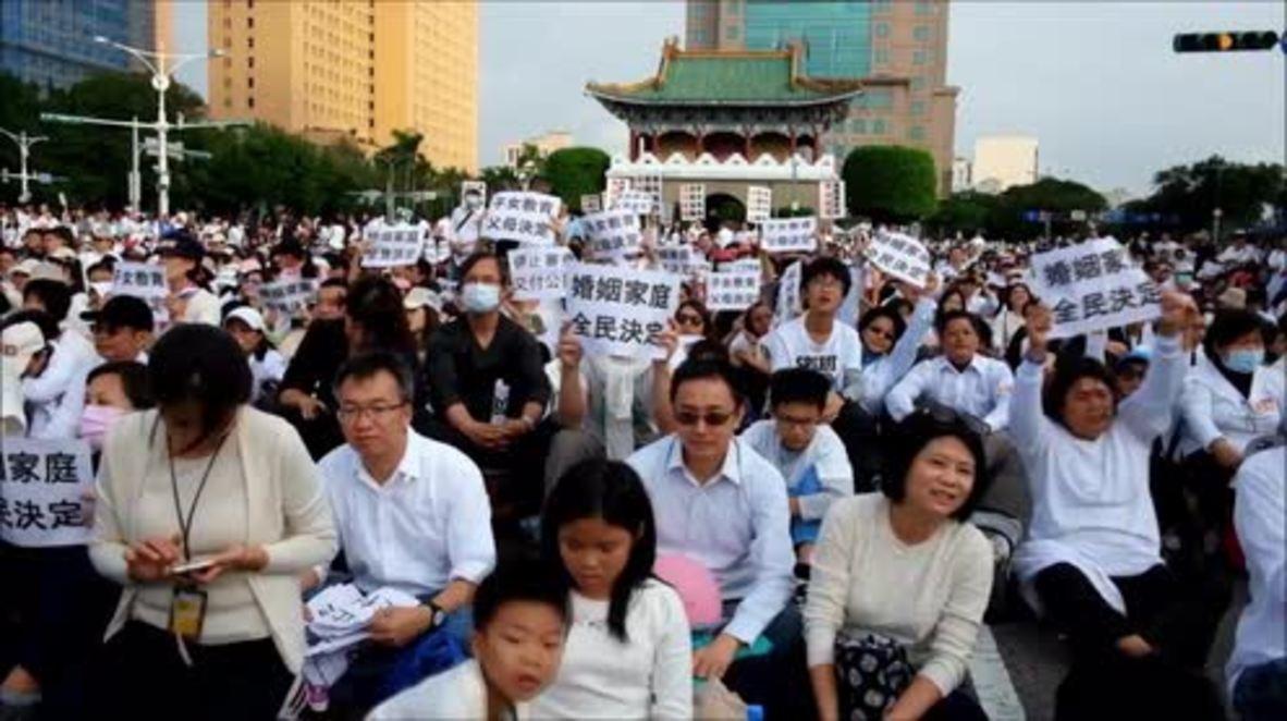 Taiwan: 100,000 protest same-sex marriage bill in Taipei