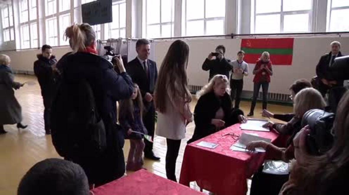 Transnistria: Presidential hopeful Vadim Krasnoselski casts ballot in elections