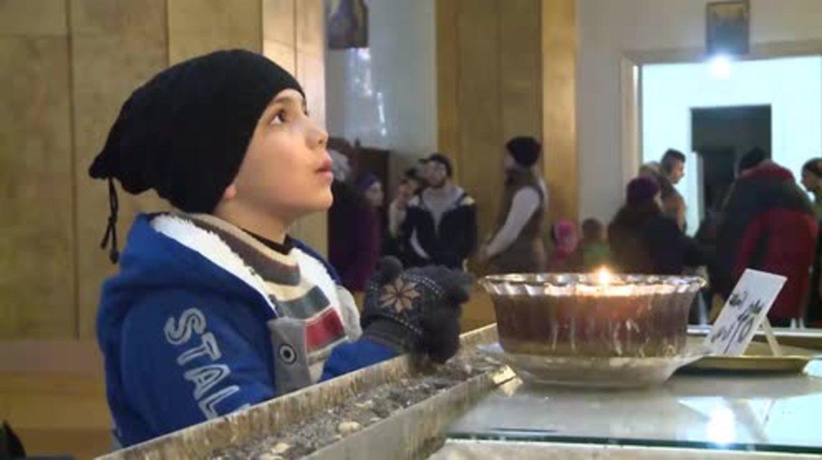 Syria: Aleppo residents prepare for Christmas