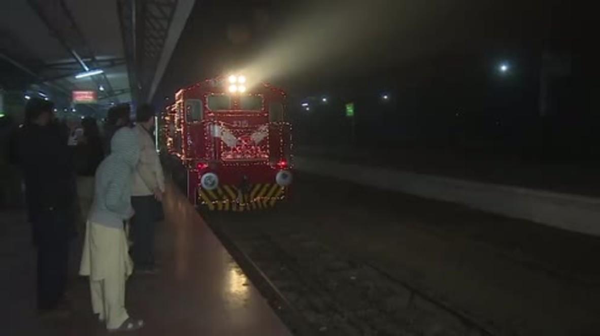 Pakistan: Armed guards escort Christmas Peace Train into Lahore
