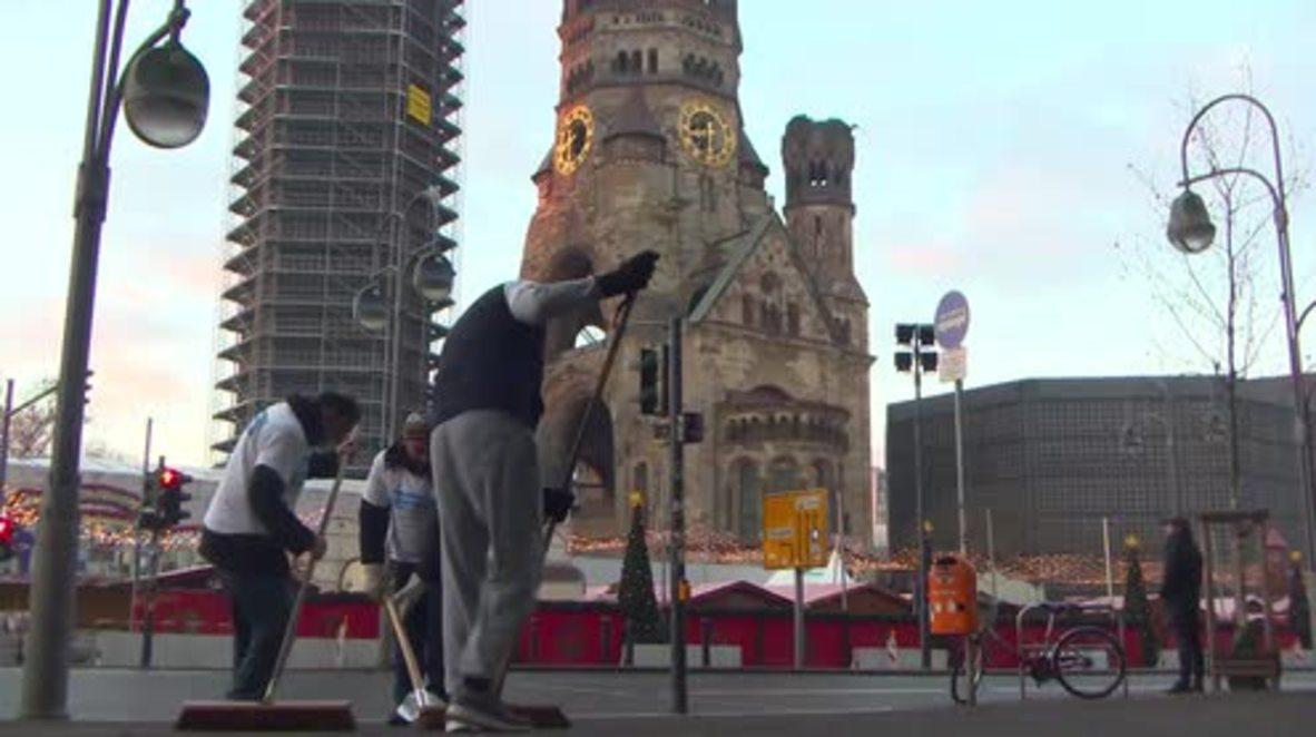 Germany: Muslim volunteers clean up on Berlin's Breitscheidplatz after NYE celebrations