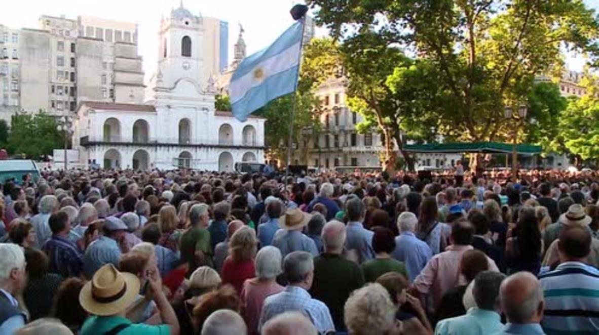 Argentina: Thousands commemorate prosecutor Alberto Nisman as investigation continues